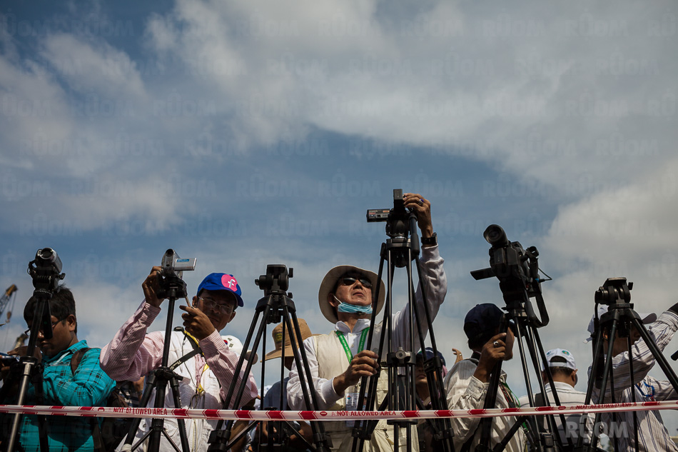 October 23, 2013 - Phnom Penh. Photographers and videographers prepare their cameras, minutes ahead the beginning of the first day of protest CNRP party organized at Freedom Park. © Thomas Cristofoletti / Ruom 2013.