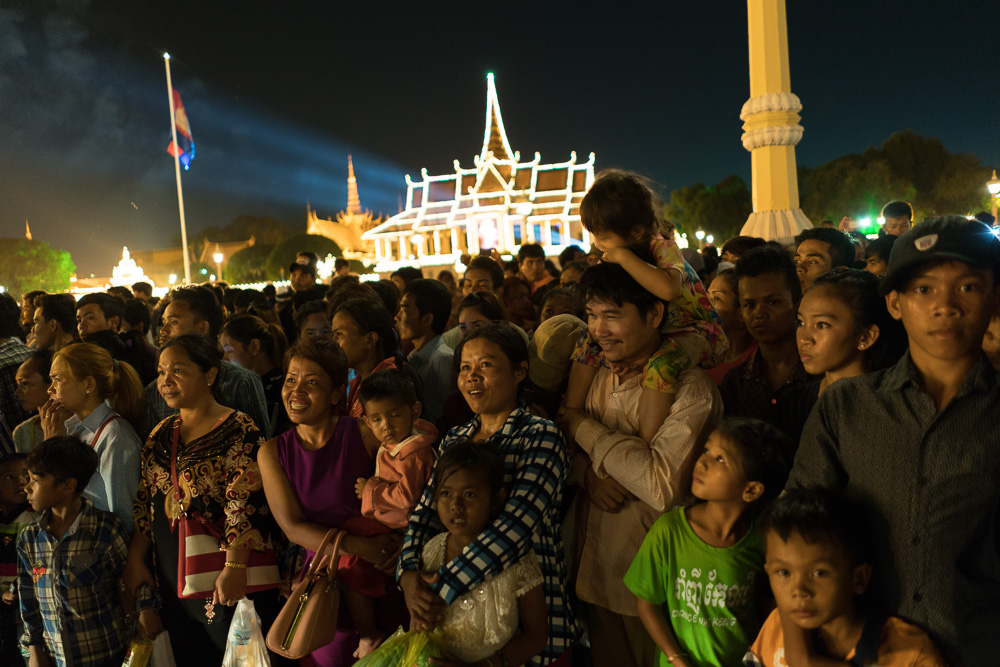 November 15, 2016 - Phnom Penh (Cambodia). People are gathered in front of the Royal Palace to enjoy a fireworks show for the closing ceremony of the festival. © Thomas Cristofoletti / Ruom