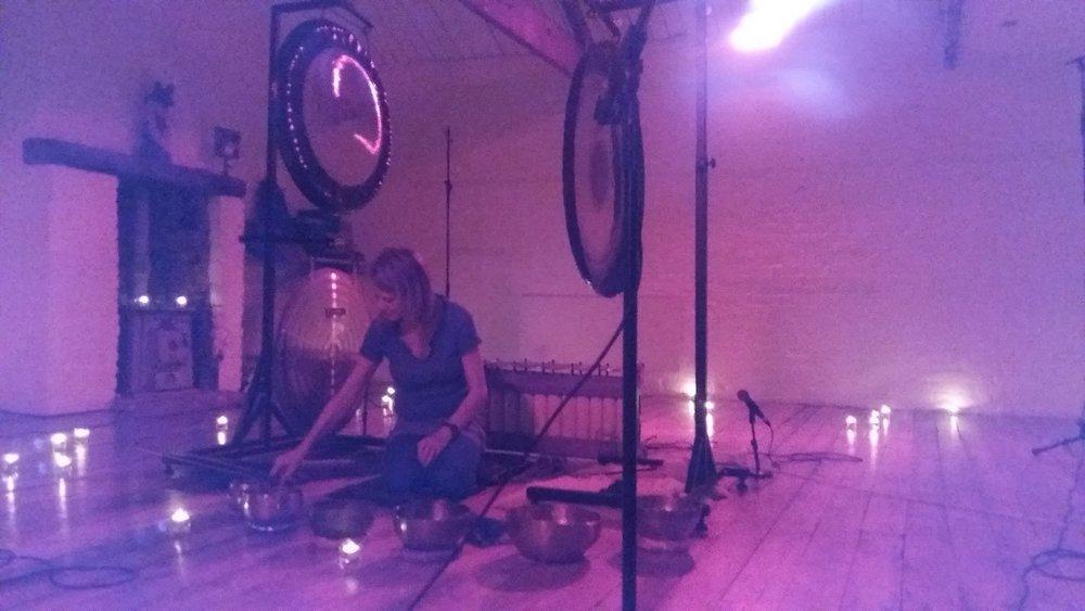 Recording a gong bath, Synchronicity Studio, Clapham North, November 2016