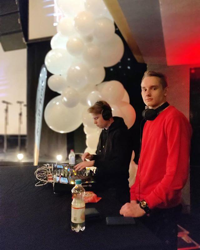 Movementin DJt ovat nostattamassa gaalan tunnelmaa 🎉 #ruutigaala