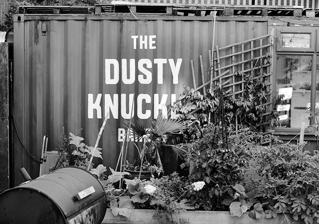 The Dusty Knuckle is one of our favourite places to source a fresh loaf of bread or two. Based in Dalston, East London the bakery also offer training courses that help provide young people with skills and employment. — Happily, we've come across these guys in a few other places recently too - at @ozonecoffeeuk in Old Street and during a delicious dinner with @alexandradudley who we also hear is a fan 🙌🏻 #morethis_lessthat
