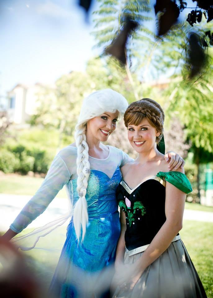 アナとエルサと記念撮影しよう   TAKE A PHOTO WITH THE PRINCESSES