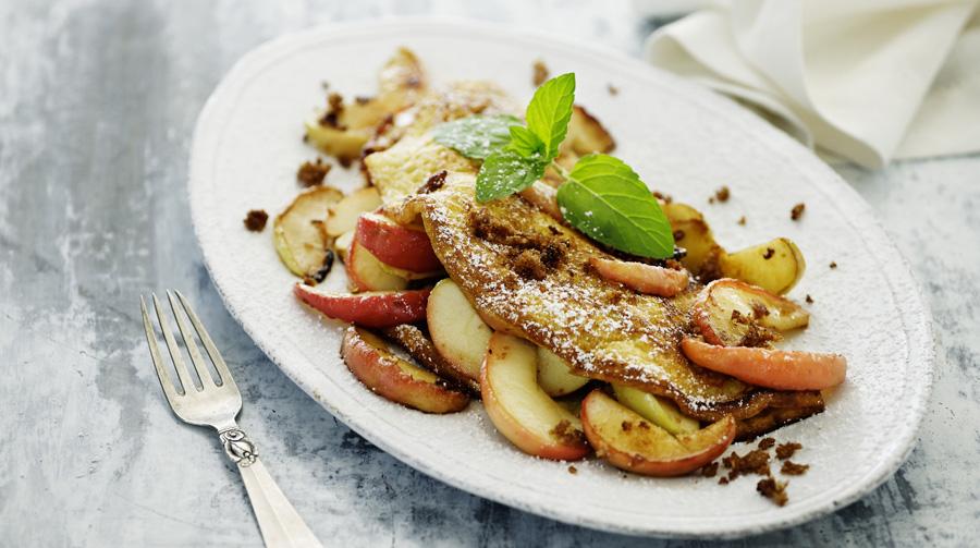 omelet-med-aeble-rugbroedscrunch.jpg