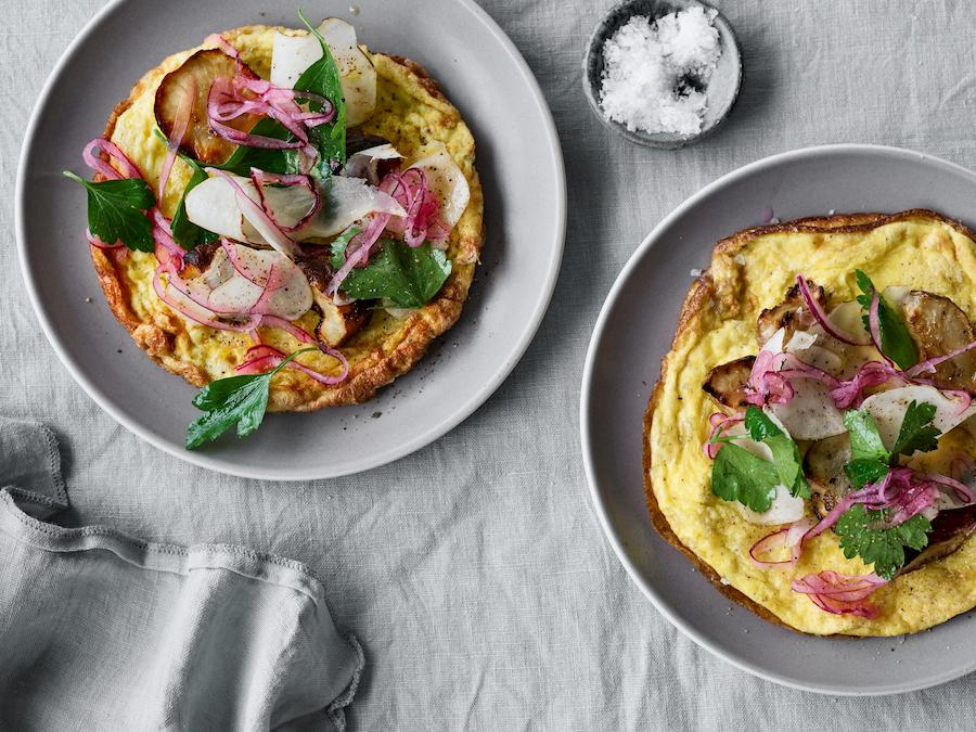 06 Omelet med Jordskokker og syltede l├©g (1).jpg