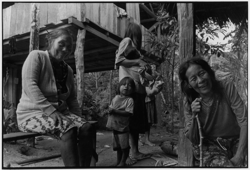 Two Sisters and Family , Sápara Territory, Llanchamacocha, Pastaza, Oriente Ecuador, Amazonia, 1999