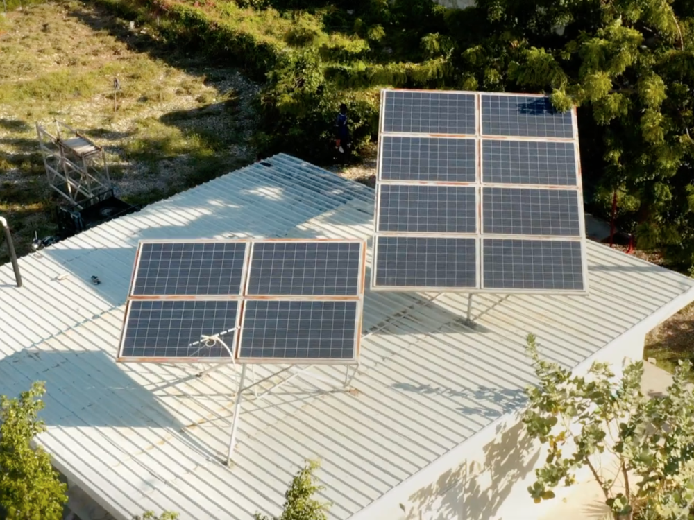 solar_panels_cabaret.png