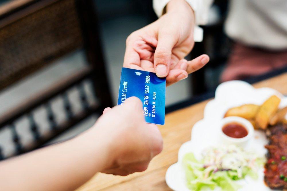 dinheiro - Como gerir dinheiro em viagem e que cartões usar.
