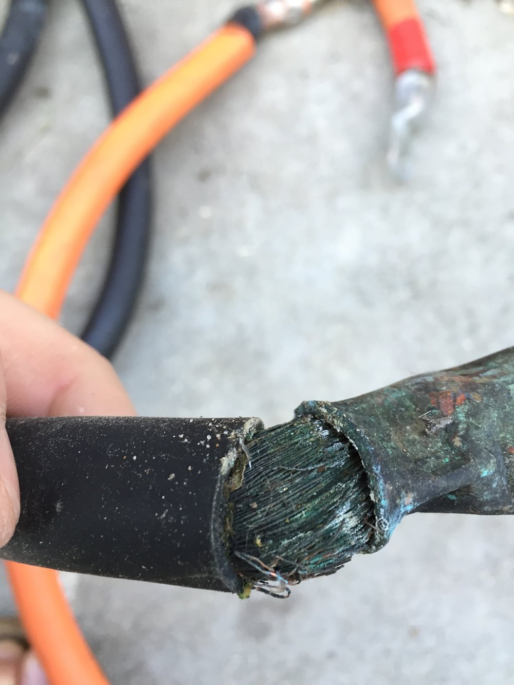 This is 3/0 welding cable, distinguishable by the many untined small copper strands twisted into many cables.
