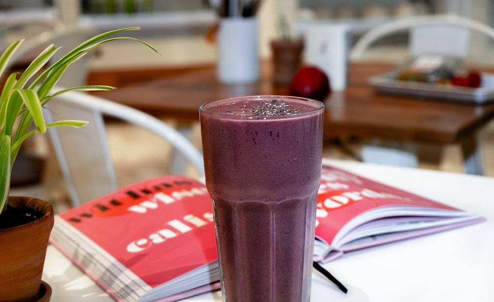 Breakfast Greens and Berry Smoothie -