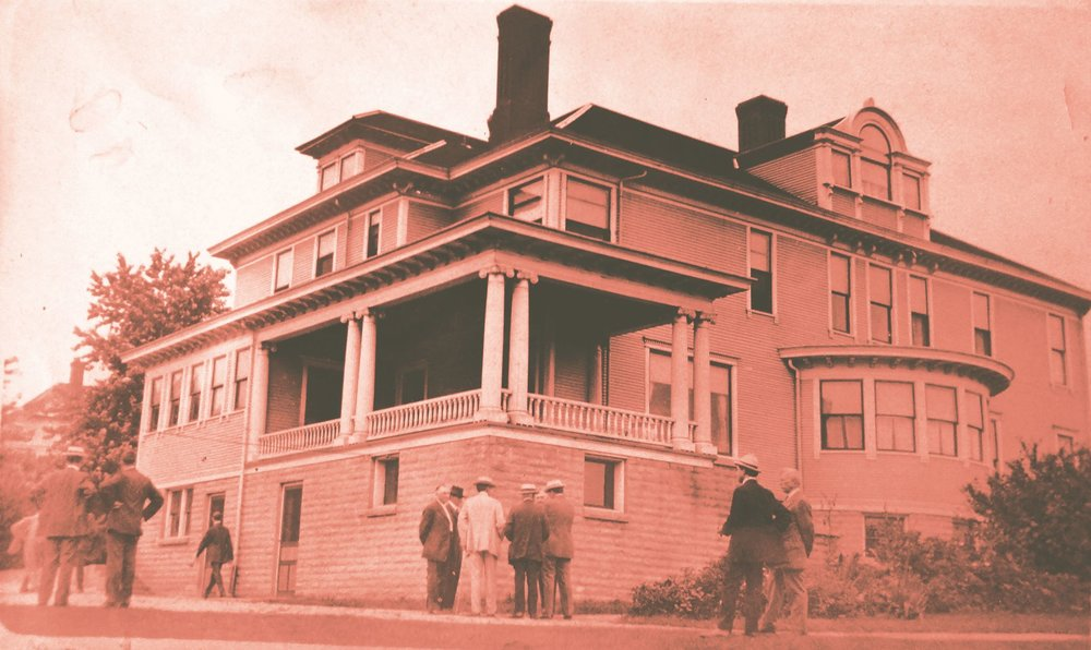 Early 20th Century image of the Oldham House at 415 Madison during a function of the Saturday Evening Club.