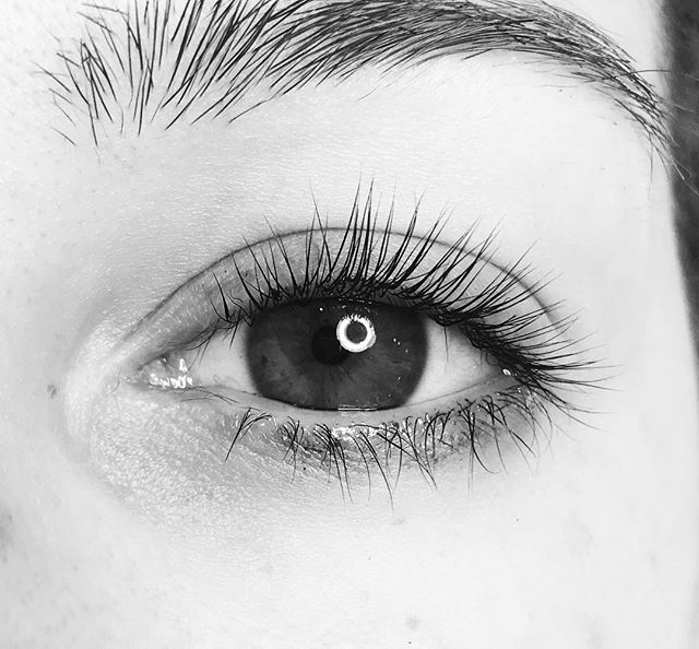 Don't want to commit to eyelash extensions? Try a lash lift! Application is safe and results last 8-12 weeks! Artist: Vicki T.  #lashlift #lashes #milfordlashes #milford #ciaobellabeautybar #ciaobelladayspa