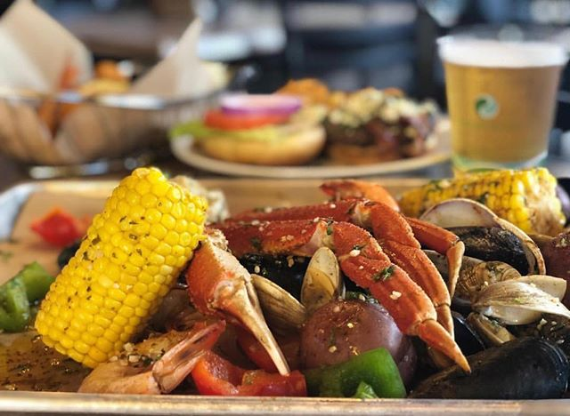 Come get Crabby with us! 🦀 Enjoy fresh seafood, happy hour 'til 7pm, and great service! • • • #crabbybillsoth #crabbybills #westchase #pinellas #hillsborough #happyhour #livemusic #tampabay #seafood #dontworrybecrabby #offthehook #tampa #the33626 #supportlocal #eatlocal #drinklocal #whatshappeningwestchase #tampafoodie