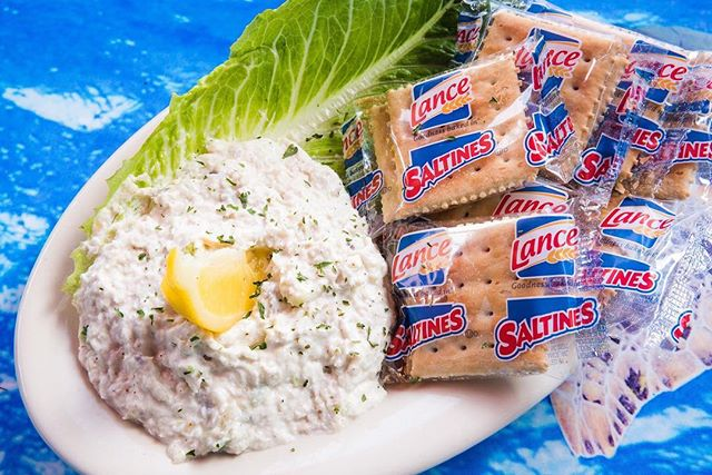 Have you tried our local smoked fish spread? Made with smoked mahi, mayo, veggies, and spices in St. Pete! • • • #crabbybillsoth #crabbybills #westchase #pinellas #hillsborough #happyhour #livemusic #tampabay #seafood #dontworrybecrabby #offthehook #tampa #the33626 #supportlocal #eatlocal #drinklocal #whatshappeningwestchase #tampafoodie