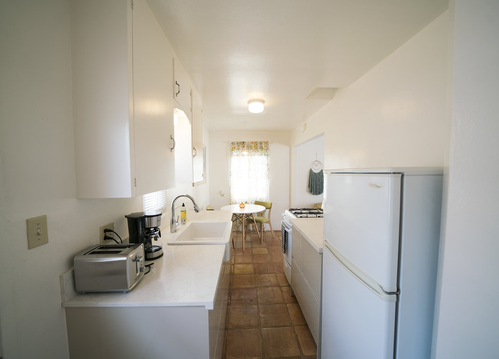 735w_kitchen2.jpg