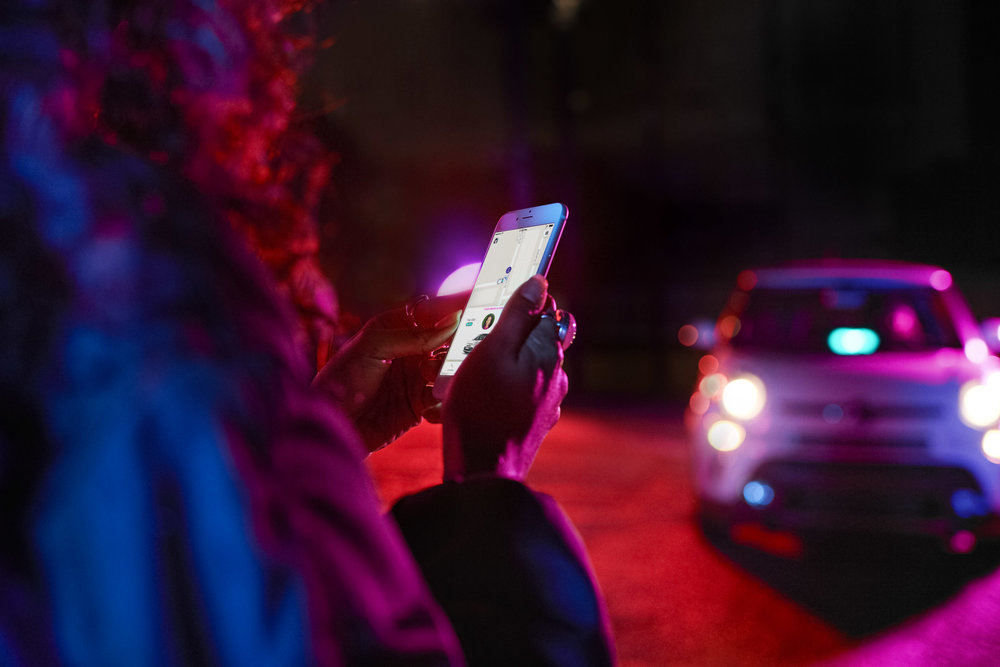 At night, guide your passengers through bustling areas like LoDo and The Highlands. Been out driving for a while? Keep your amp plugged in so passengers can find you! -