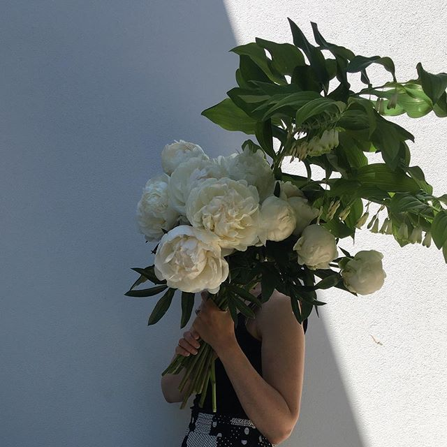 peonies 🙌🙌🙌 . . . . . . . . . #floreticaflorist #nzflorist #christchurchflorist #peony #peonies #flowers #instablooms #flowersofinstagram #floreticafloristneutral #shadow