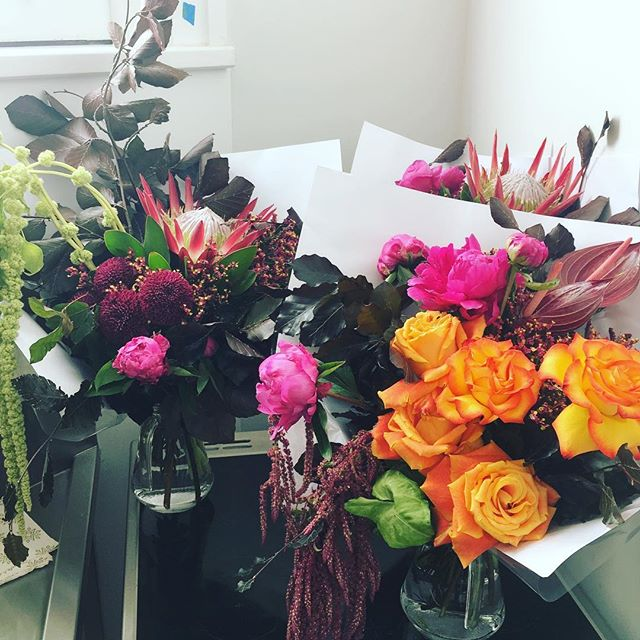 Morning bunches . . . . . . #floreticaflorist #instablooms #flowers #flowersofinstagram #christchurch #christchurchflorist #nzflorist #floreticafloristbrights #tropical #packup