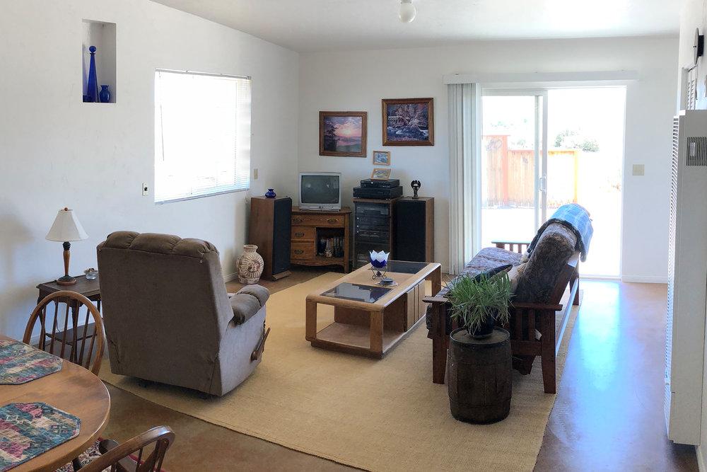 Livingroom-Before.jpg