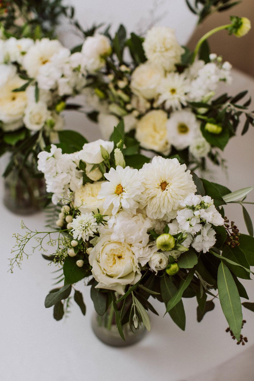 Bridesmaids bouquets- Photo: Jessica Caballero Photo