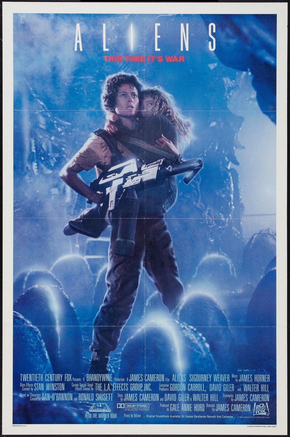 En god vän förklarade utförligt att denna filmaffisch var fullständigt banbrytande på sin tid. Speciellt för en actionfilm. En kvinna med beslutsam min, ett barn i famnen och vapen i hand!