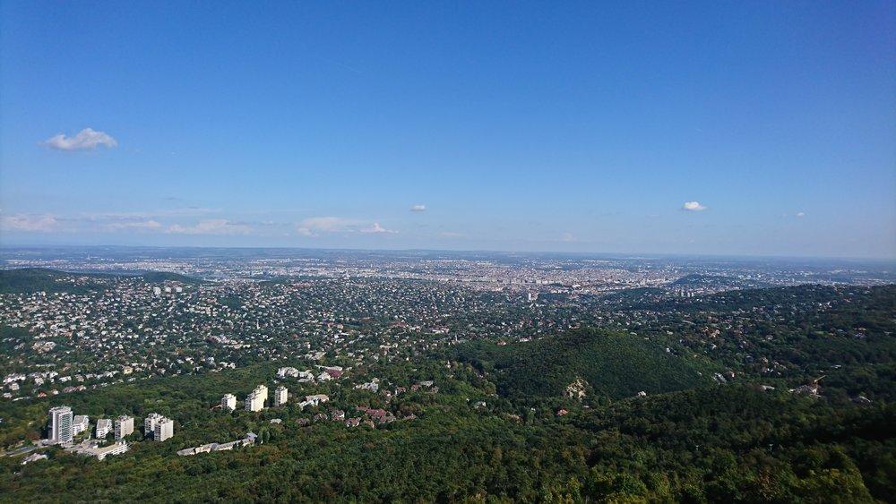 Utsikten från Jánosberget mot den platta Pestsidan