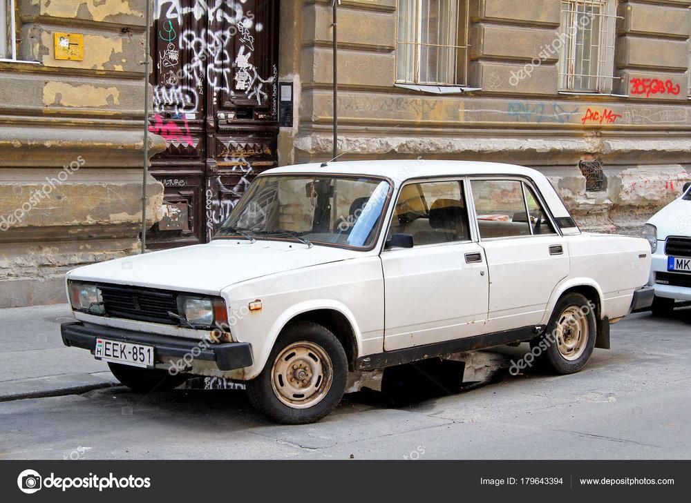 En italiensk-rysktillverkad Lada. En av de typiska bilarna från östblocket.