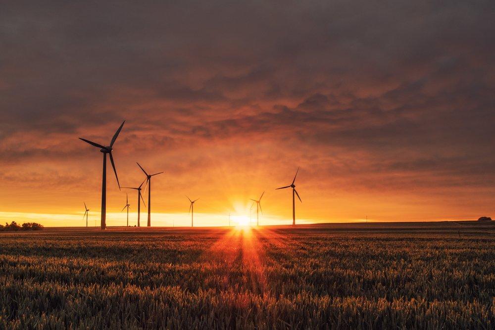 """Promuevan soluciones verdaderas que son justas, factibles y esenciales - 1. Que transformen los sistemas de energía lejos de los combustibles fósiles bajo el control corporativo y de otras fuentes dañinas, como la energía nuclear y mega hidráulica y los biocombustibles, con el fin de crear un sistema limpio y seguro que empodere a las personas y comunidades.2. Que apoyen la restauración ecológica para recuperar los sumideros de carbono y que frenen todos los proyectos que destruyen la capacidad natural de la Tierra para absorber los gases de efecto invernadero.3. Que apoyen los esfuerzos globales para una transición justa y equitativa que posibilite una democracia de energía, genere nuevas oportunidades laborales, fomente la distribución de energía renovable y proteja a los trabajadores y las comunidades más afectadas por las economías extractivas.4. Que se comprometan a las políticas que aceptan las prácticas agroecológicas y la soberanía alimentaria en lugar de la """"Agricultura Climáticamente Inteligente"""".5. Que faciliten y apoyen estrategias no comerciales para la acción climática.6. Que adopten un marco tecnológico que reconozca la importancia de las tecnologías e innovaciones endógenas e indígenas para abordar el cambio climático, y que posibiliten, en los países y comunidades en vías de desarrollo, la formulación, acceso y transferencia de tecnologías climáticas que sean equitativas, factibles para el medio ambiente, socialmente aceptables y receptivas al género.7. Que respeten y posibilitensoluciones climáticas comunitarias y no corporativas, que reconozcan el conocimiento tradicional, las prácticas, la sabiduría y la resiliencia de los pueblos indígenas y las comunidades locales, y que protejan el derecho de estos pueblos a sus tierras y territorios.8. Que aseguren una evaluación participativa y transparente de todas las tecnologías climáticas propuestas y que rechacen las barreras al acceso y transferencia de tecnología, como los derechos de propiedad intele"""