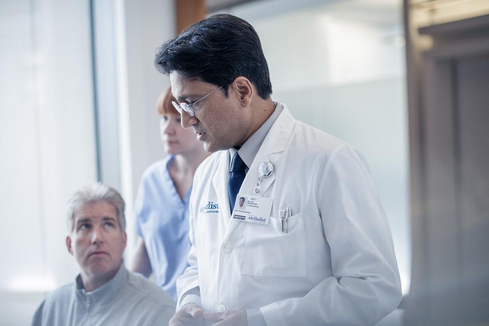 Doctor-speaking-with-patient-X3.jpg