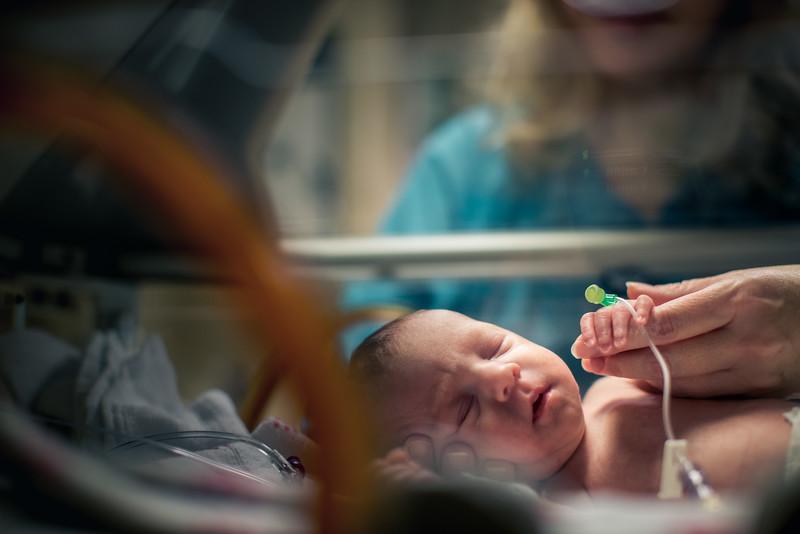 Nurse-Comforting-Premature-Baby-in-Incubator-L.jpg