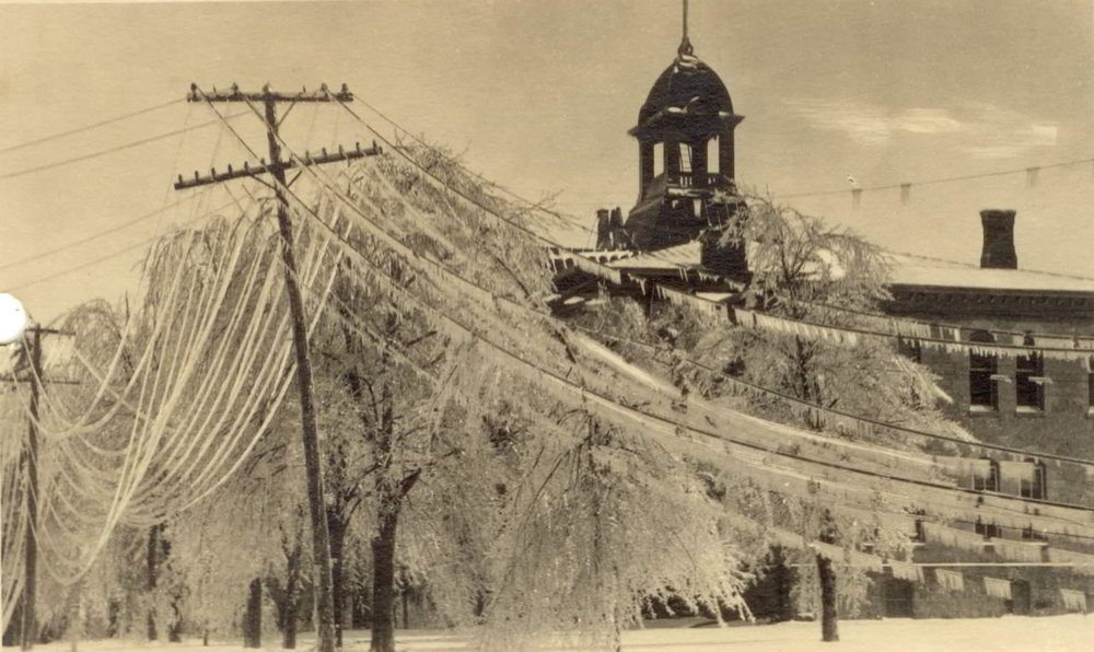 1922 ice storm, Vq Court House.jpg