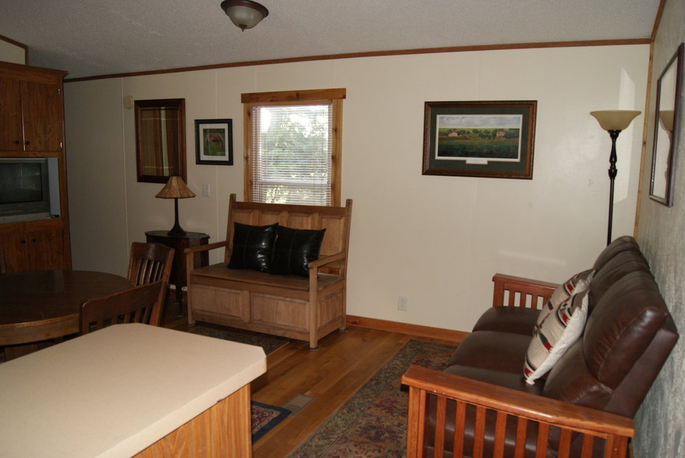 The Cabin: Tallgrass Suite entryway and living area