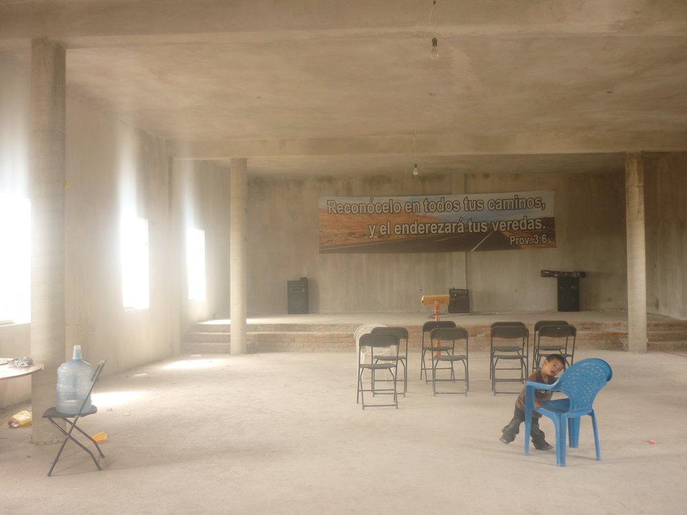 El interior del templo con los enjarres ya terminados.