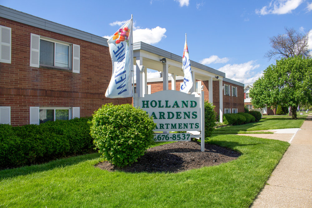 Holland Gardens Apartments - Brook Park, Ohio