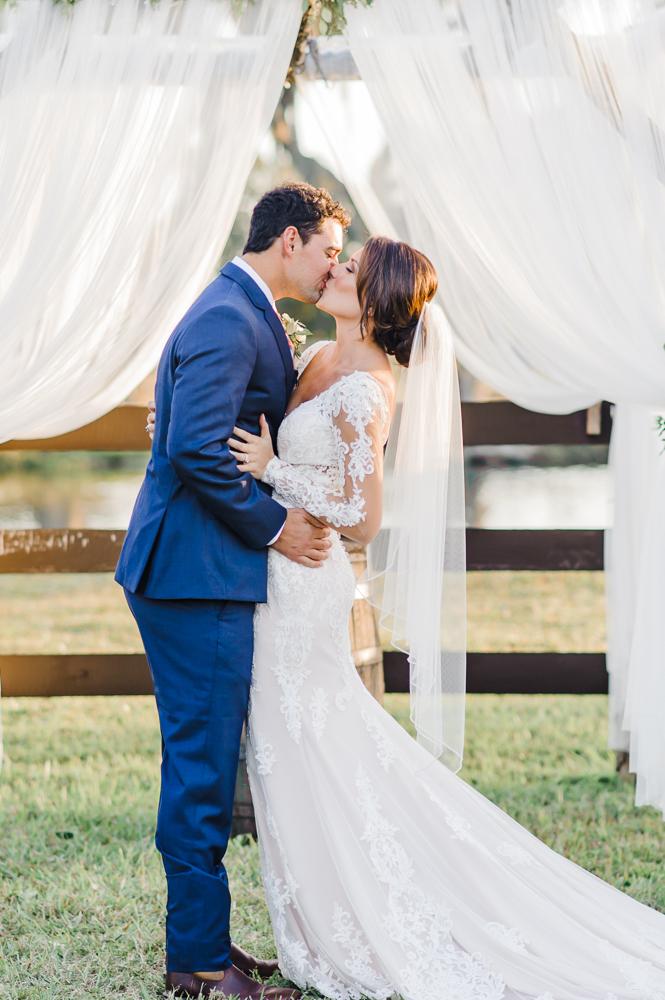 Romantic Outdoor Barn Wedding-124.jpg