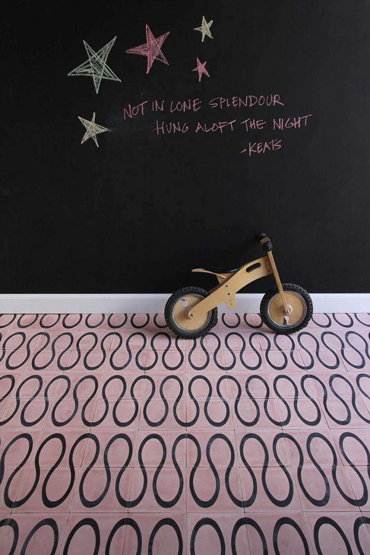 scribble-petal-kohl-floor-1