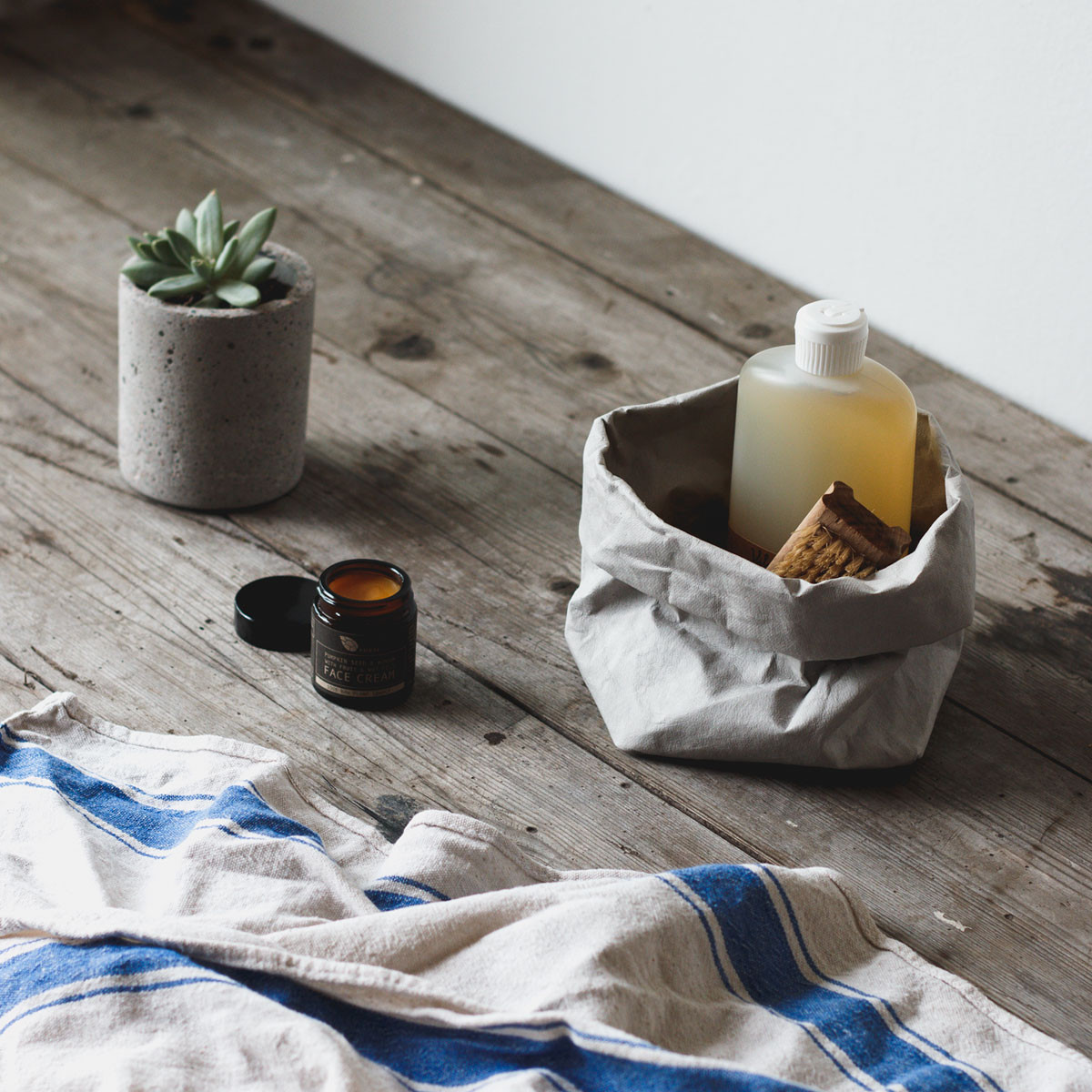 uashmama-grey-paper-bags-unique-paper-eco-home-storage-solutions
