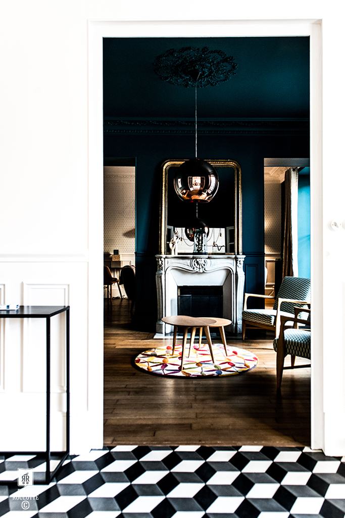 ROYAL_ROULOTTE_RENOVATION_DECORATION_FONTAINEBLEAU_SALON_BLEU_35