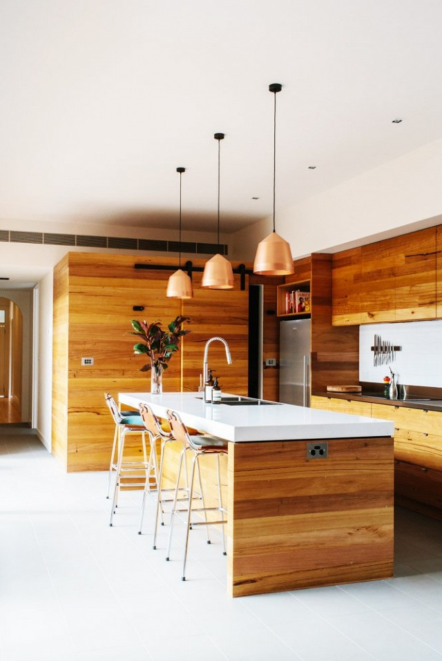 nature-meets-modernity-in-this-artful-melbourne-home-1579382-1449021188.640x0c