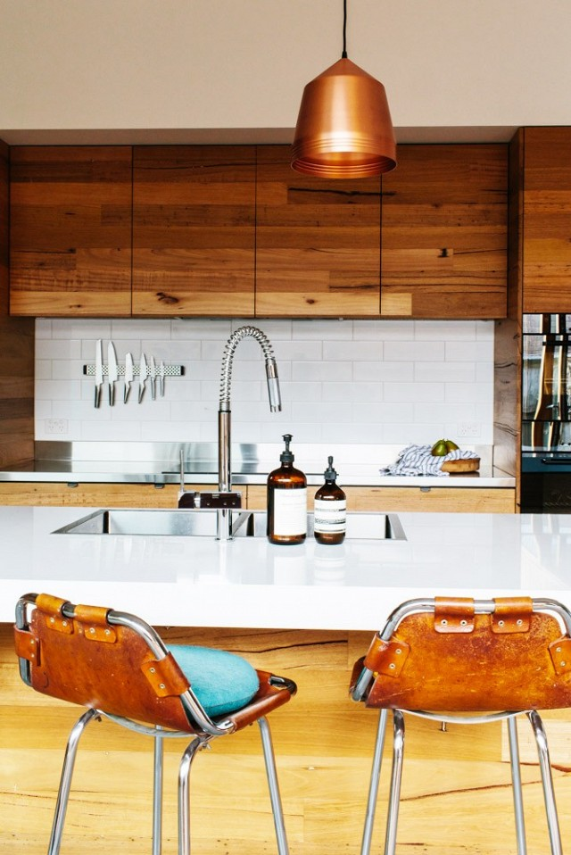 nature-meets-modernity-in-this-artful-melbourne-home-1579383-1449021188.640x0c