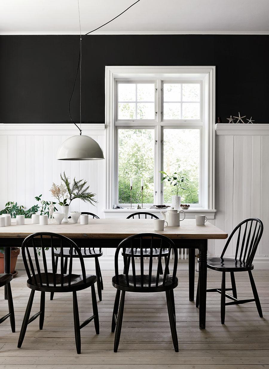 Rosengarden_matplats_dining_room_fonster_window_dark_wallpaper_Foto_Petra_Bindel