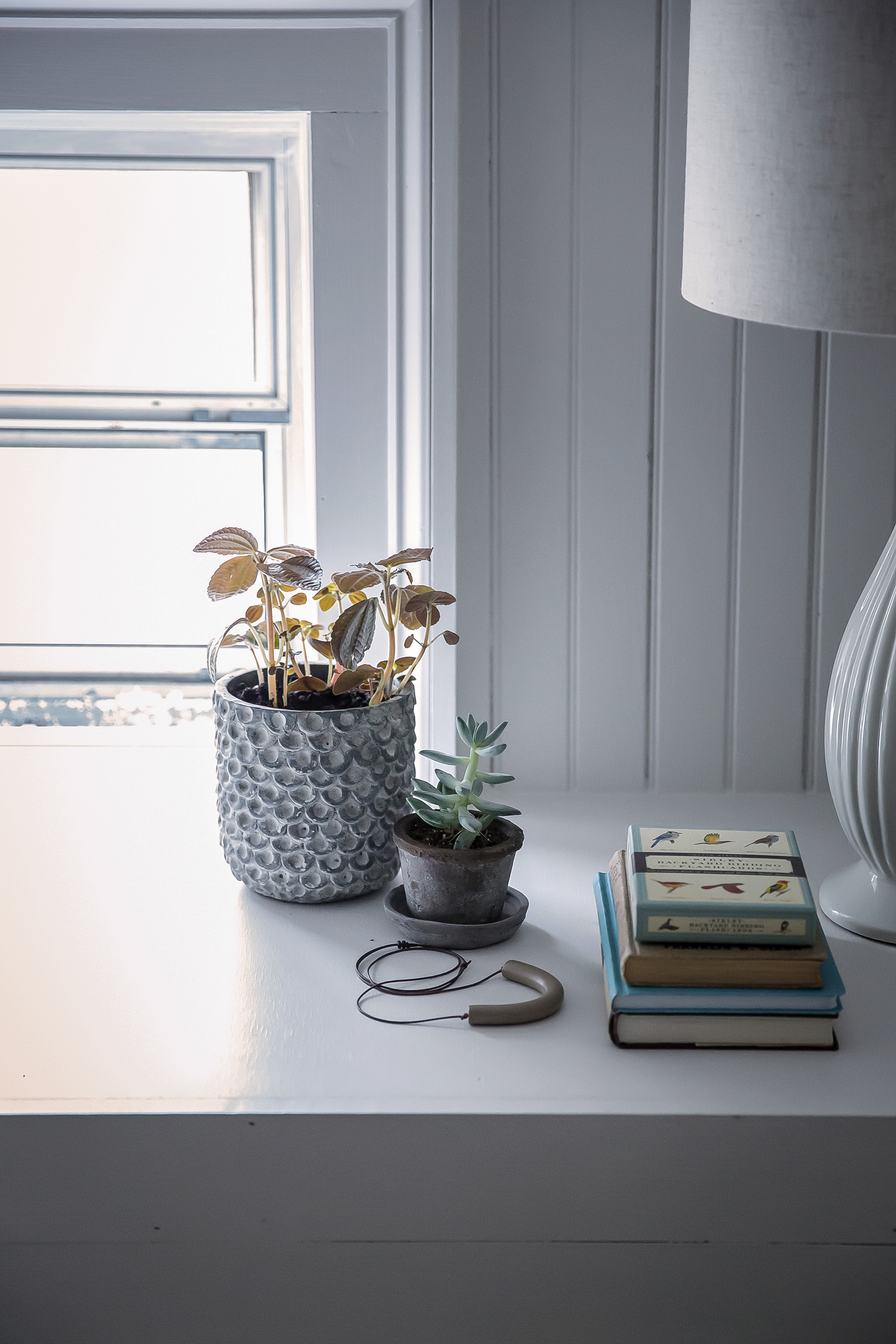 Jersey-Ice-Cream-Co-Old-Chatham-House-Remodelista-bedside-detail