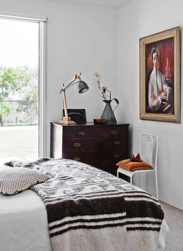 freshwater-creek-guest-bedroom-20160217084850q75dx2400y-u0r1g0c