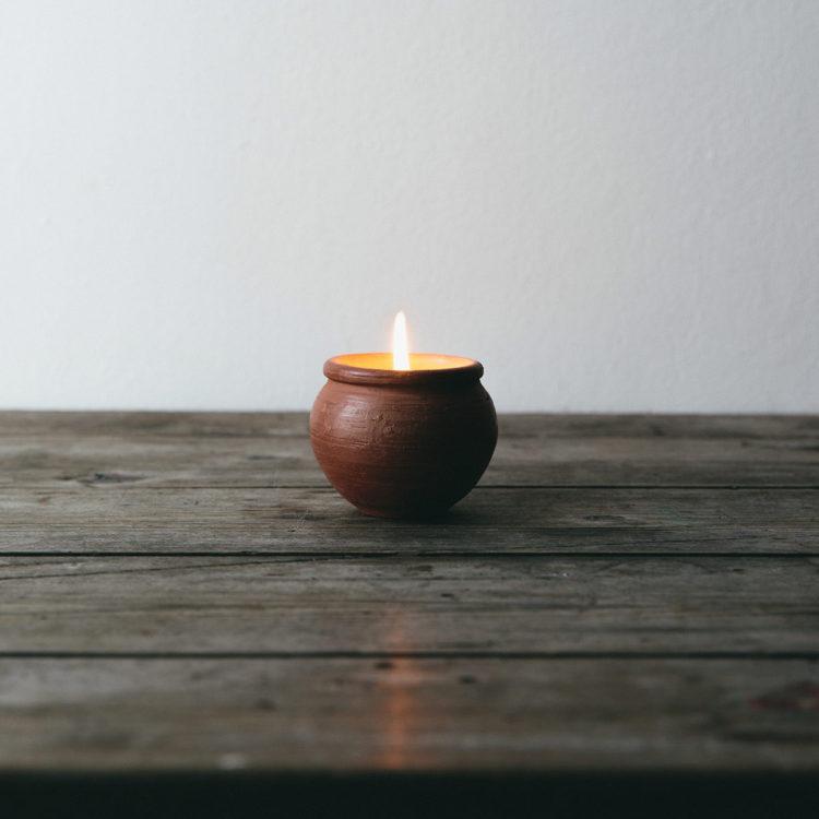 dalit-karan-clay-pot-candles-single_10e6dbe7-75ef-4a91-bc55-1a4c01b5af90