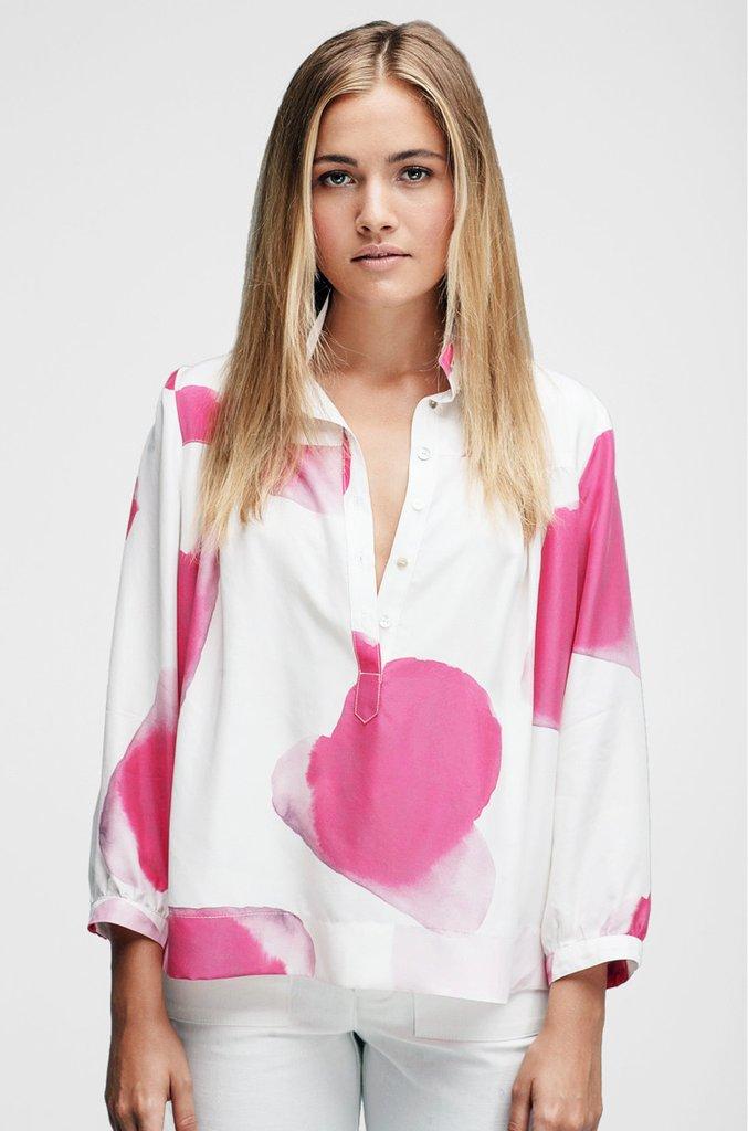 d946e76a4b744 horses ss-17 tops high-collar-blouse-sparta-print 1 v1 1024x1024.jpg