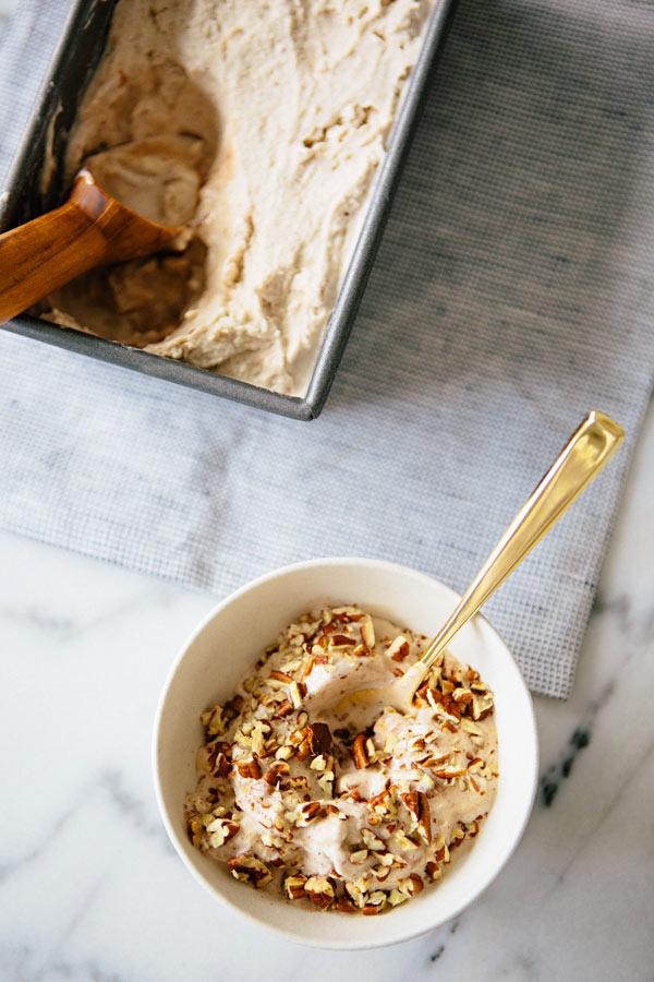 cardamon_cinnamon_swirl_ice_cream_1.jpg