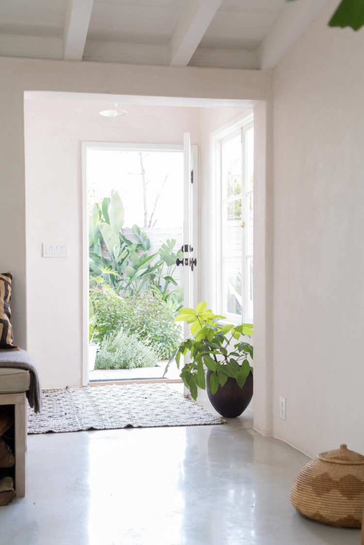 est-living-interiors-myra-house-los-angeles-16-750x1121.jpg