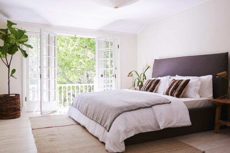 tour-a-breezy-la-home-with-the-most-dreamy-kitchen-modern-minimalist-master-bedroom-599dee4cd89fdd776ccf9159-origin-750x500.jpg
