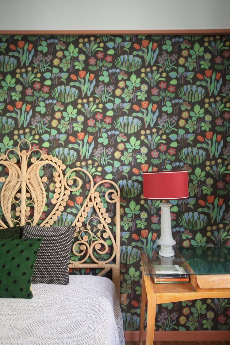 in-this-room-the-wallpaper-is-by-svenskt-tenn-and-the-table-lamp-is-by-servomuto.jpg