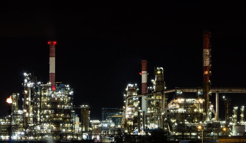 refinery at night.jpg