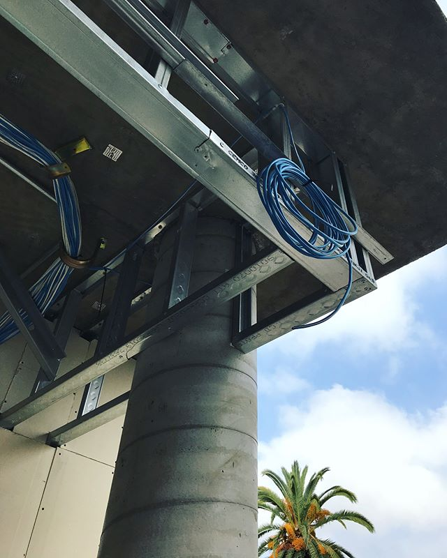 Exciting things happening in Brentwood! 👀🔩🛠#digitaldecora #lutron #quantum #qswireless #hyperion #losangeles #commercialproject #commercial #construction #constructionsite #brentwood #mermet #architecture #architectural #architecturaldesign